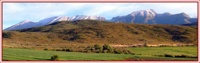 Oudtshoorn - surrounded by mountains